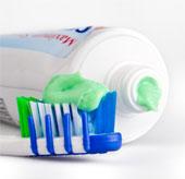 Dùng nhiều kem đánh răng gây nguy hiểm cho hệ thần kinh