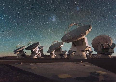 Kính thiên văn ALMA thiết kế để quan sát những sự kiện xảy ra vài trăm triệu năm sau khi vũ trụ hình thành. Đó là giai đoạn mà những ngôi sao đầu tiên bắt đầu phát sáng. Alma sẽ giúp loài người hiểu tại sao vũ trụ có diện mạo và cấu trúc như ngày nay.