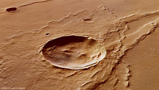 Một hố lớn trên bề mặt sao Hỏa.