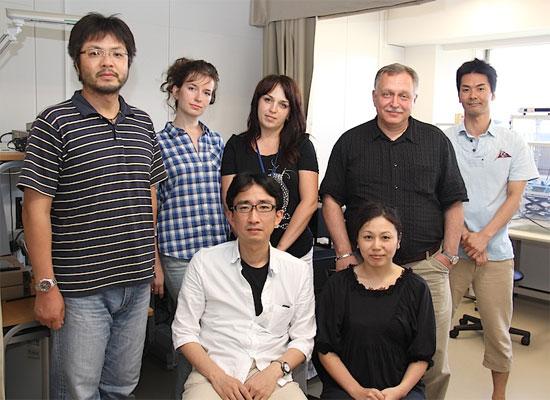 Nhóm các nhà khoa học tại trường Đại học Kyoto do Giáo sư Agladze đứng đầu.