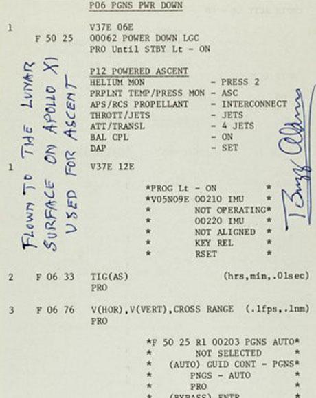 Một trong những tờ giấy mà phi hành gia Edwin Aldrin sử dụng  trong chuyến bay lên mặt trăng vào năm 1969