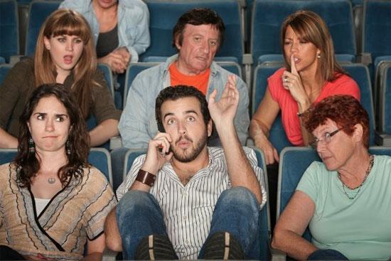 Phải nghe điện thoại của người khác gây stress và rối loạn trí óc