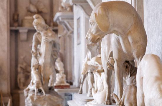 Bảo tàng Vatican sở hữu bức tượng, thảm trang trí  và các công trình nghệ thuật khác miêu tả động vật.