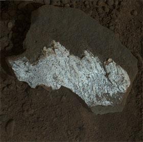 NASA sửng sốt vì đá trắng trên hành tinh đỏ