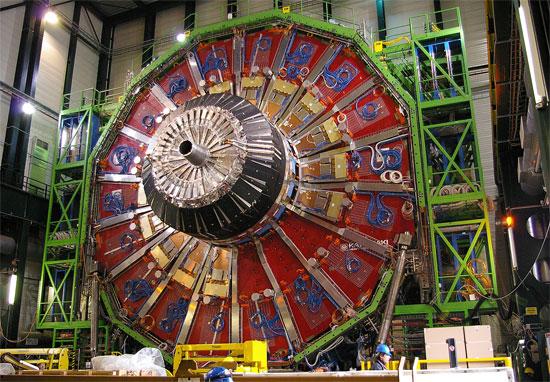 Hệ thống các detectors tham gia phát hiện hạt Higgs boson.
