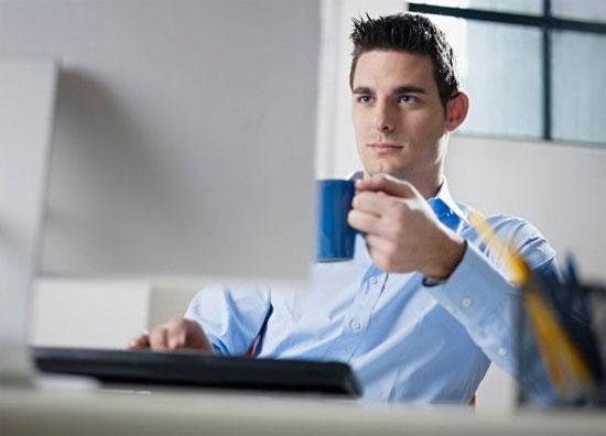Ngồi lâu ở một tư thế, ít vận động là nguyên nhân khiến dân văn phòng dễ mắc các bệnh mãn tính.