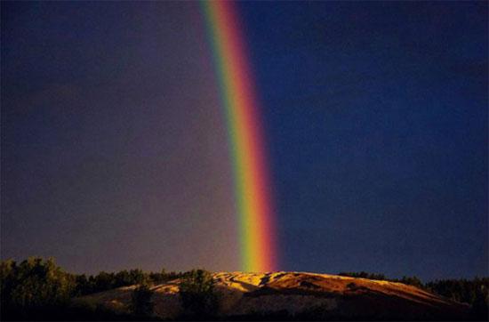 Cầu vồng hiếm hoi xuất hiện vào ban đêm ở phía Bắc Phần Lan, và nó kéo dài suốt 5h.