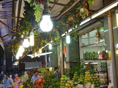 Sử dụng đèn compact sẽ tiết kiệm 75% - 80% điện năng.