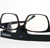 Khi mắt kính kết hợp với công nghệ điện tử