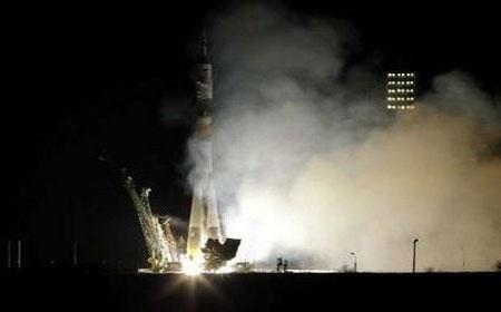 Tàu vũ trụ Nga đưa phi hành đoàn mới lên ISS
