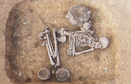 Phát hiện hài cốt người thượng cổ đồng tính 5.000 năm tuổi