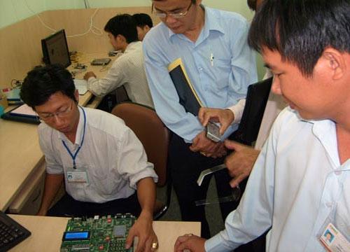 Việt Nam đoạt quán quân cuộc thi thiết kế vi mạch quốc tế