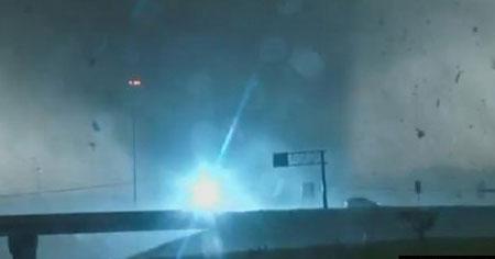 Video: Lốc xoáy kinh hoàng ở Mỹ