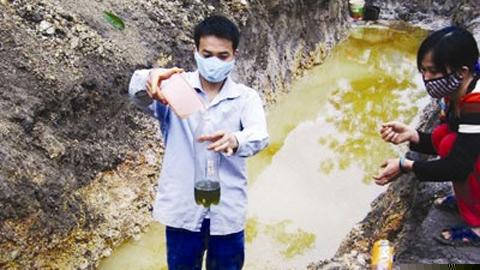 Bắc Giang: Cứ đào đất lên là thấy xăng