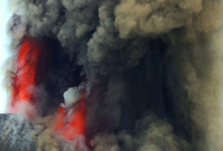 Núi lửa cao nhất châu Âu phun trào dữ dội