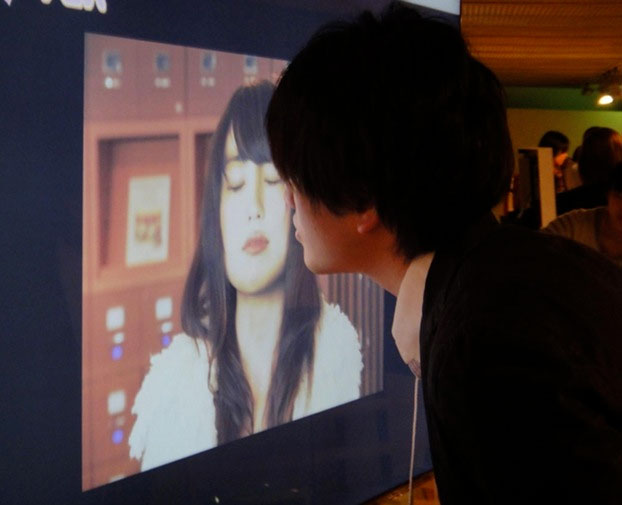 Độc đáo poster biết… hôn