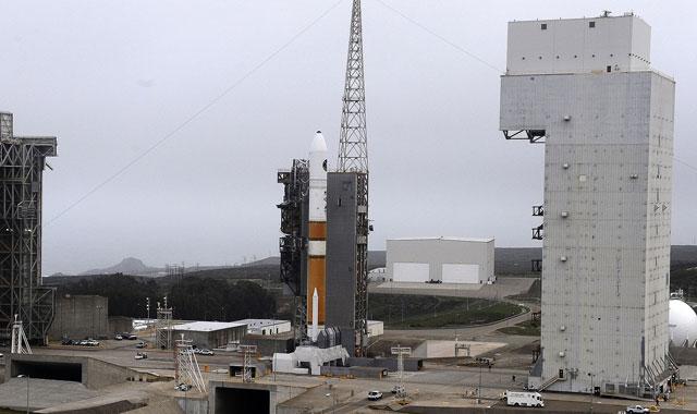 Delta IV tại bệ phóng