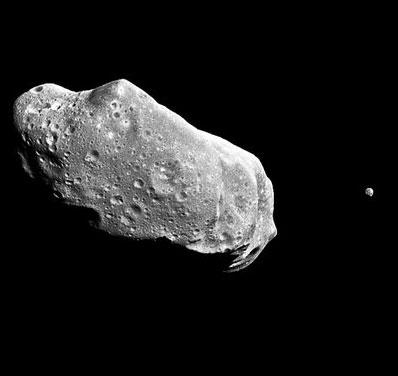"""Trái đất có hàng nghìn mặt trăng """"nhí"""""""