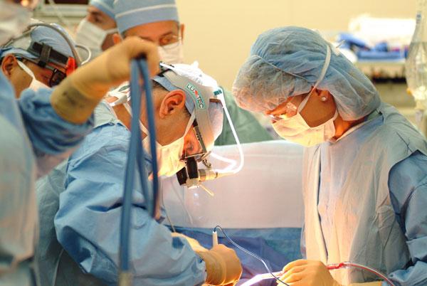 Nên nghe nhạc gì khi đang phẫu thuật?
