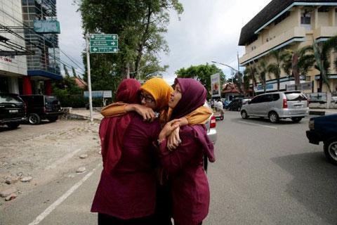 Người Indonesia hoảng sợ sau động đất