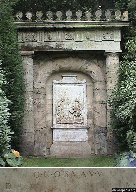 Dòng chữ khắc ở DOUOSVAVVM