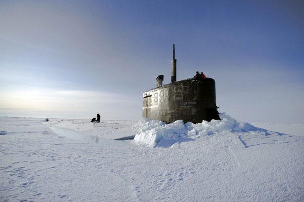 """Biến đổi khí hậu hâm nóng """"chiến tranh lạnh"""" ở Bắc Cực"""
