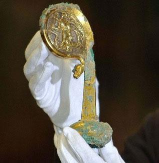 Cây gậy phép bí ẩn 500 năm tuổi ra mắt