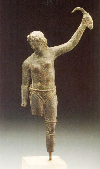 Bức tượng nữ đấu sĩ La Mã cổ đại với tư thế kỳ lạ.