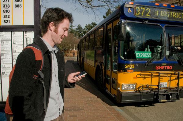 Đi lại thường xuyên bằng ô tô hoặc xe buýt