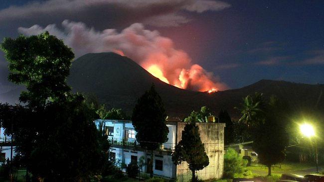 Indonesia cảnh báo cấp 3 vì núi lửa Lokon phun trào