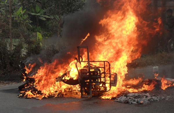 Nguyên nhân cháy xe không phải do xăng dầu?