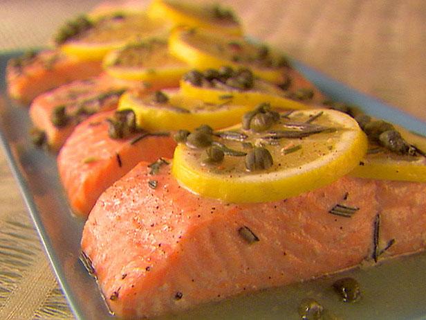 Cá hồi - một trong các loại cá giàu axit béo Omega-3.