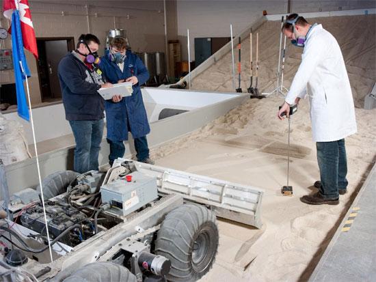 Mẫu xe thu thập mẫu vật trên Mặt trăng của NASA.