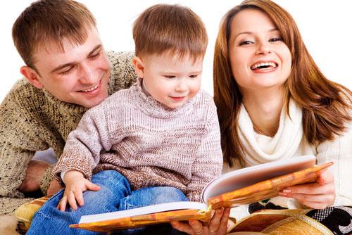 Nên đọc cho trẻ nghe càng sớm càng tốt