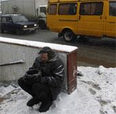 """Người vô gia cư Nga """"đóng băng"""" vì lạnh bất thường"""