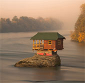 Ngôi nhà ở giữa sông