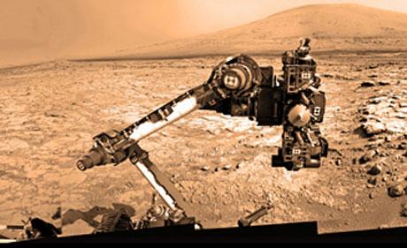 Một bức ảnh Curiosity do các camera của nó tự chụp.