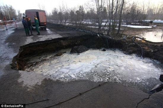 Cư dân thành phố Samara, miền đông nam nước Nga đang sống trong sợ hãi vì hố tử thần