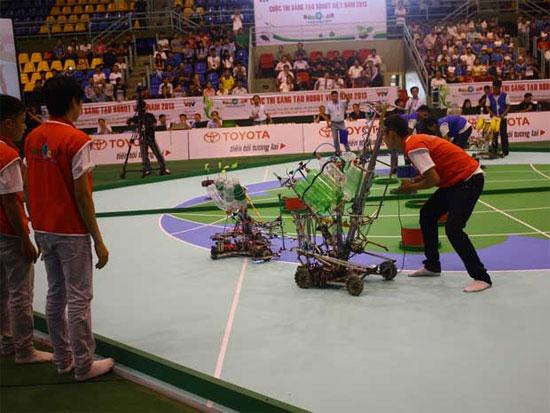 Tại cuộc thi năm nay, mỗi đội được sử dụng hai robo,  một điều khiển bằng tay và một tự động.