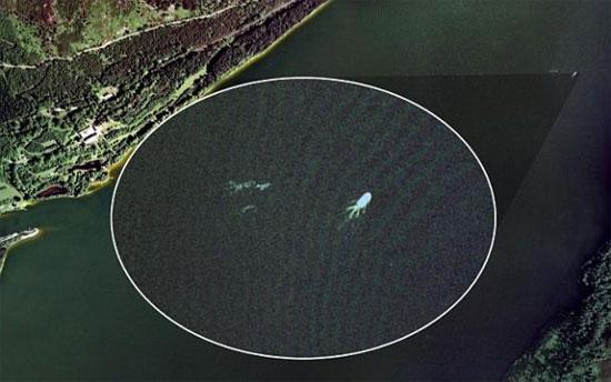 Vệt sáng được cho là quái vật hồ Loch Ness được vệ tinh Google ghi lại