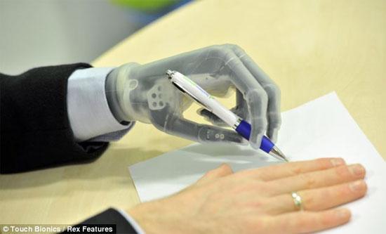 Có thể điều khiển i-limb ultra từ smartphone.