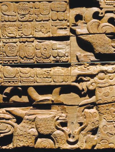 Hình khắc trên thanh xà cổ tại thành phố Tikal