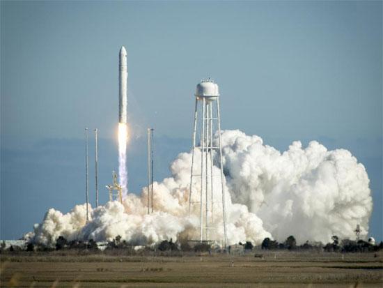 Tên lửa Antares rời bệ phóng ở đảo Wallops, bang Virginia (Mỹ).
