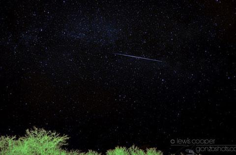 Vệt sao băng bay vụt qua bầu trời Myton, Utah.