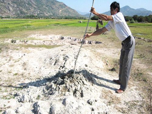 """Bùn """"lạ"""" ở Ninh Thuận: Chưa thể khảo sát là do thiếu kinh phí"""