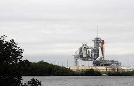 Mỹ hoãn chuyến bay cuối của tàu Endeavour