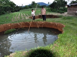 """Sụt đất tạo thành """"hố không đáy"""" ở tỉnh Hà Tĩnh"""