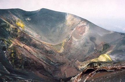 """Núi lửa lớn nhất châu Âu """"thức giấc"""""""