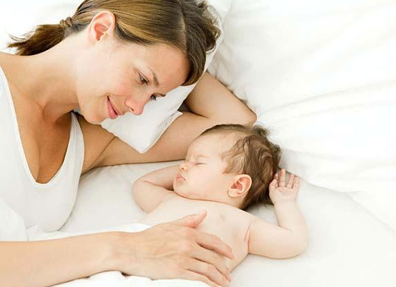 Hôn nhân trục trặc ảnh hưởng đến giấc ngủ của bé