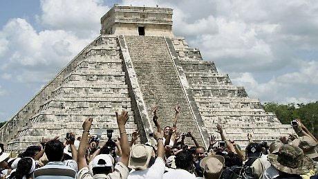 Kim tự tháp Maya.